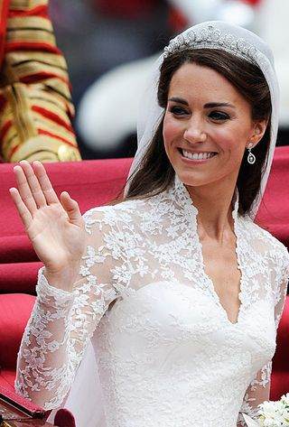 Kate-Middleton-Wedding-Dresses-Royal-Wedding-Look-2
