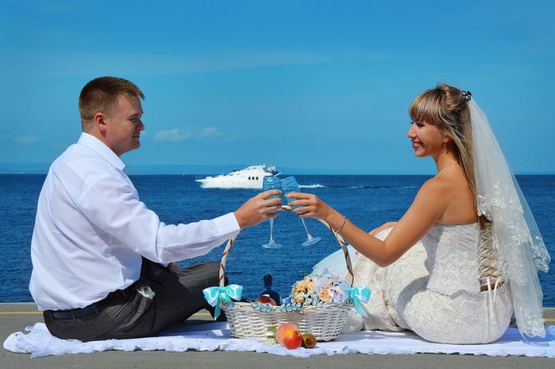 Wedding bride speech at the beach