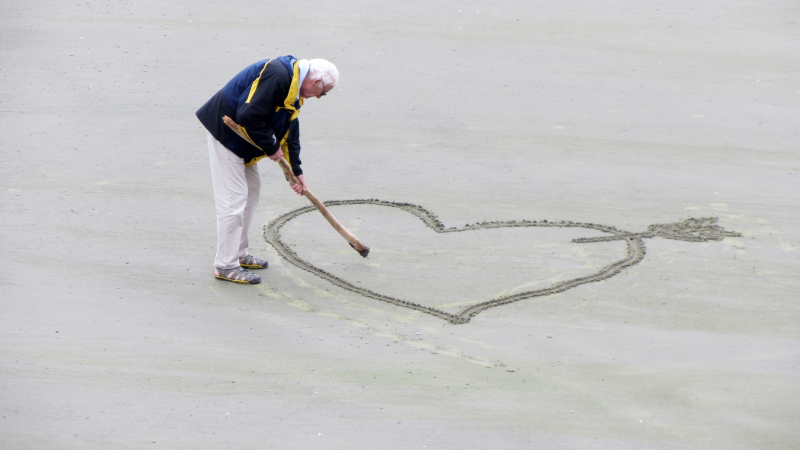 Beach-elderly-love-160936